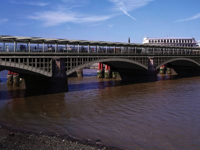 Blackfriars Station would span the Thames with ent