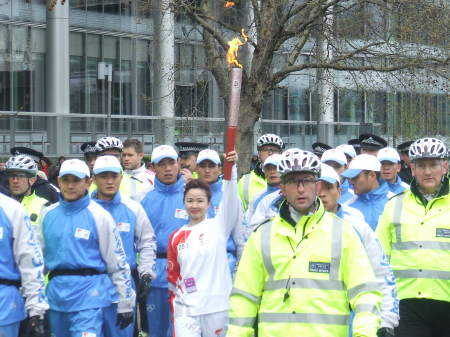 The torch returns to Tooley Street via Potters Fie