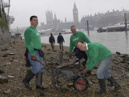 Hotel managers help South Bank foreshore clean-up