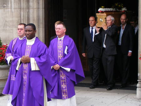 Hundreds gather for funeral of Hilary Wines, past Mayor of Southwark