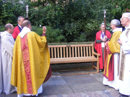 Jubilee Walkway bench unveiled at Southwark Cathedral