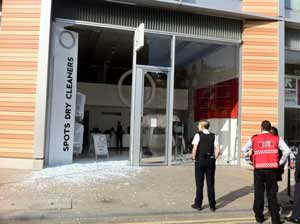 Attempted ram raid at Bankside dry cleaners and art gallery