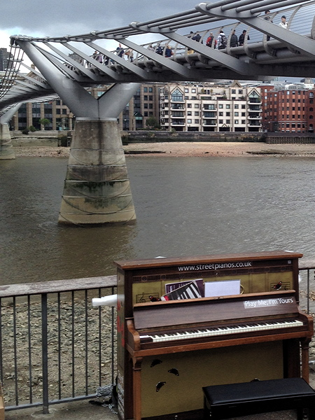 Seven street pianos come to SE1
