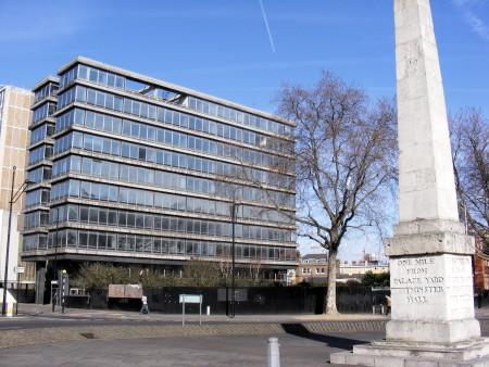 Barratt plans 30-storey tower at St George's Circus