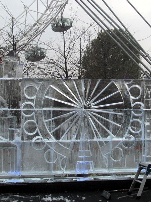 City skyline recreated in ice sculpture at London Eye