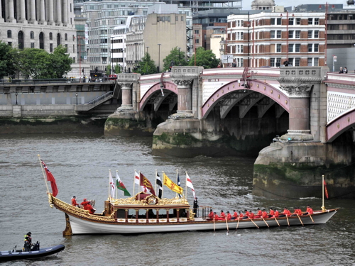 Queen's row barge Gloriana returns to tidal Thames for Tudor Pull