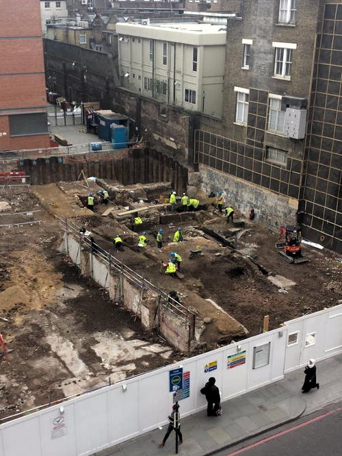 Borough High Street archaeologists explore Nag's Head & WWII shelter