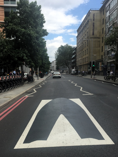 Virtual speed bumps cut traffic speeds in Southwark Street