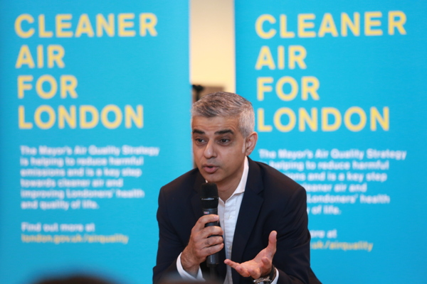 SE1 schoolkids present Sadiq with call for air quality action