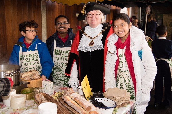 Mayor joins SE1 children selling home-made soup at Borough Market
