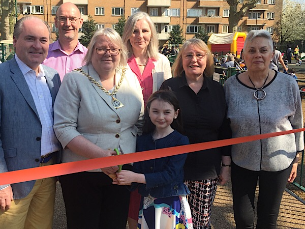 Mayor of Southwark opens new-look gardens in Nelson Square