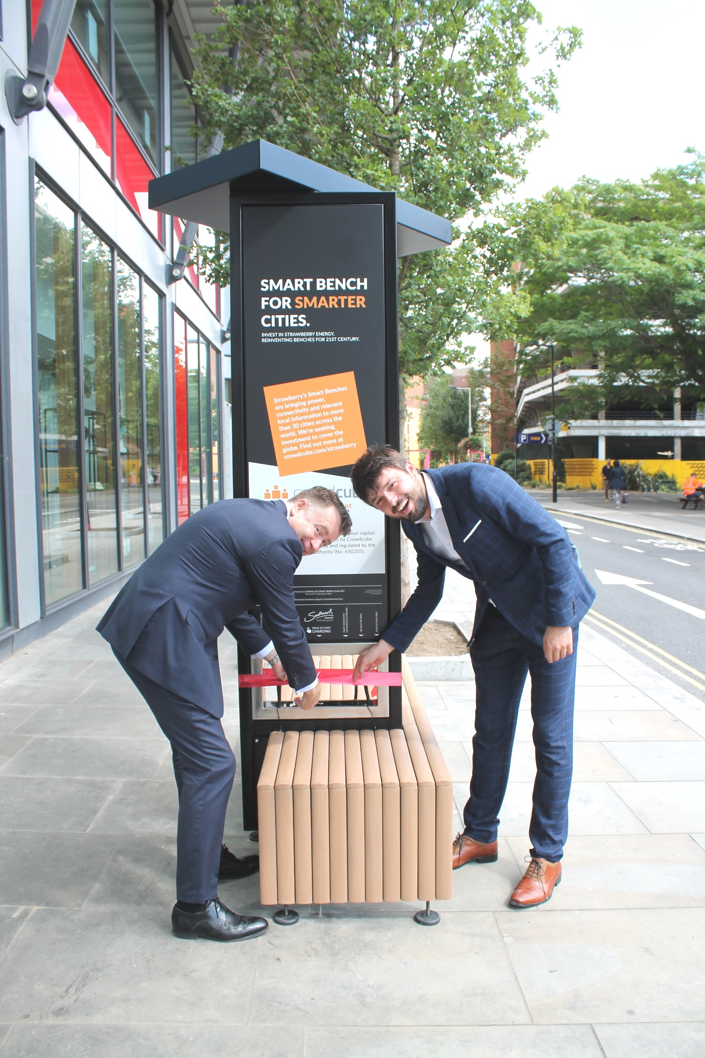 More solar-powered 'smart benches' appear on SE1 streets